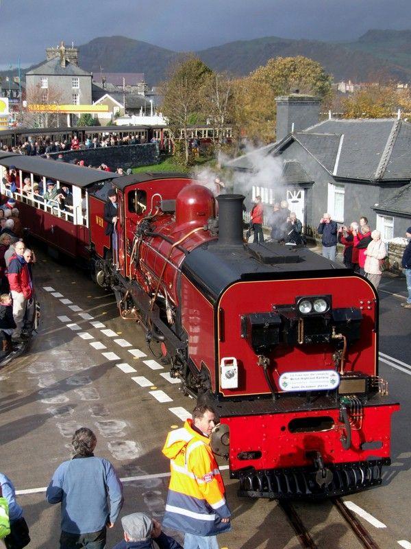 First train from Caernarfon to Porthmadog