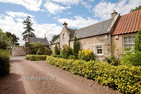 Beautiful large cottage to rent just outside Edinburgh