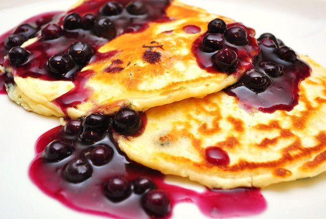 Yummy syn free quark pancakes - http://dessertsanddecoupage.co.uk/2014/07/quark-love-slimming-world/