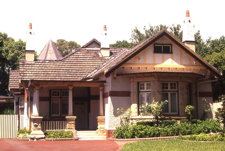 rp: Some of the best bungalows are to found in Oz.  Federation Arts & Crafts home, Sydney Australia (Appian Way, Burwood)  #architecture #houses #housing #australia