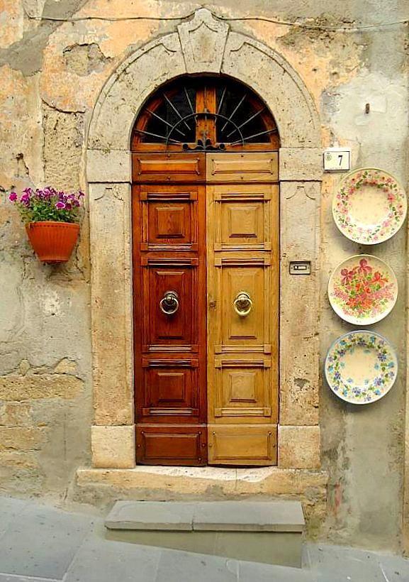 Uma das muitas portas charmosas na Toscana.