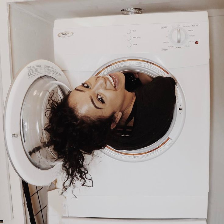 """1.1 millones Me gusta, 34.7 mil comentarios - Liza Koshy (@lizakoshy) en Instagram: """"this is where i shower. comment if you pee in the shower too! MY 21ST BIRTHDAY IS IN 3 HOURS IM…"""""""