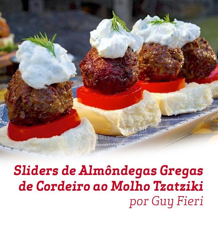 Faça esses maravilhosos Sliders de Almôndegas Gregas de Cordeiro ao Molho Tzatziki como entrada para um jantar com os amigos, seus convidados irão adorar!
