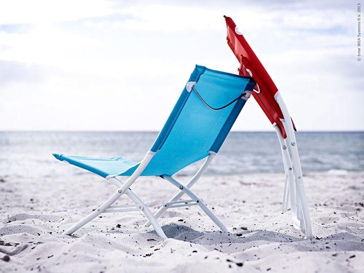 <p><strong>Bästa strandsällskapet i år är stolar och solsängar i skön retrostil. Då får vi garanterat en lika fin sommar som de soldränkta bilderna från 50-talet alltid vittnar om!</strong></p>