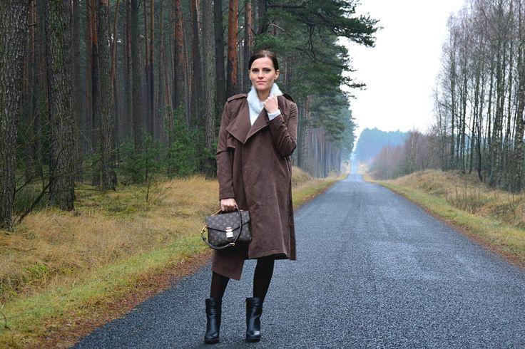 brązowy płaszcz stylizacja