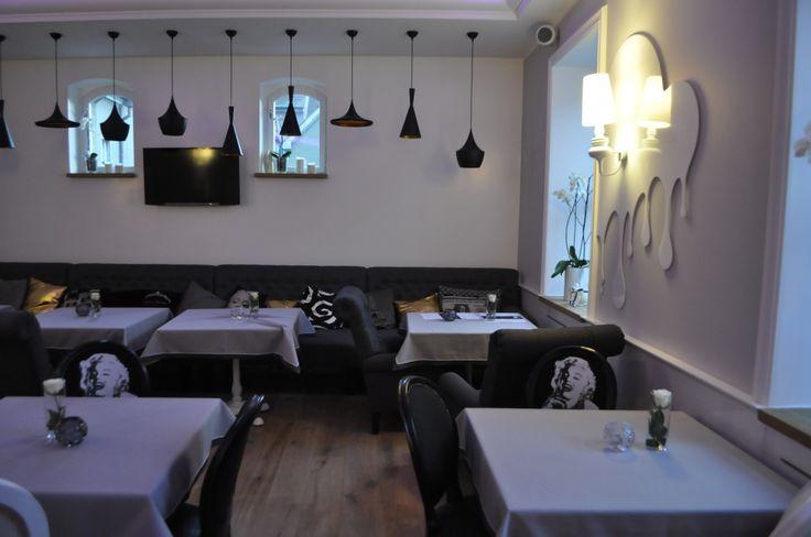Punkt Sporny Club & Restaurant, to elegancka przestrzeń, w której dobra muzyka spotyka się z wyśmienitym jedzeniem:)