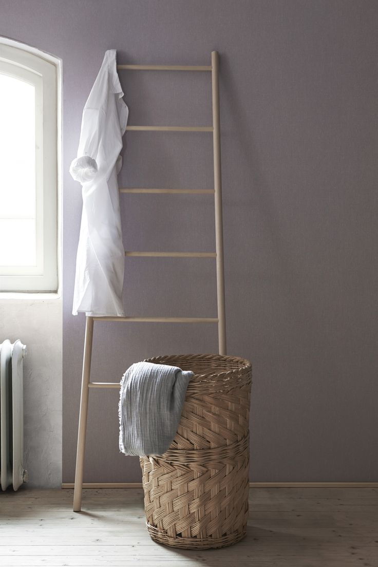 Ihanaa tekstiilimäistä tuntua ja lämmintä hehkua kaikille seinille Linen-tapeteilla. Sopivat hyvin yhteen Boråstapeterin eri mallistojen kuviollisten tapettien kanssa. #tapetti #sisustus #seinät #koti #makuuhuone #olohuone #keittiö #pellava