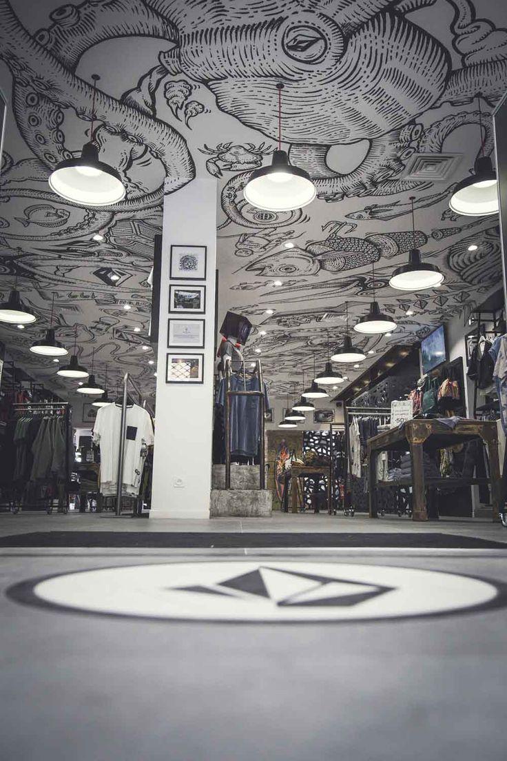 Pose de plafond tendu  par www.cadypso.com (Architecture d'intérieur - Agencement Magasins - ERP ) Agencement de magasin -- Volcom Marseille