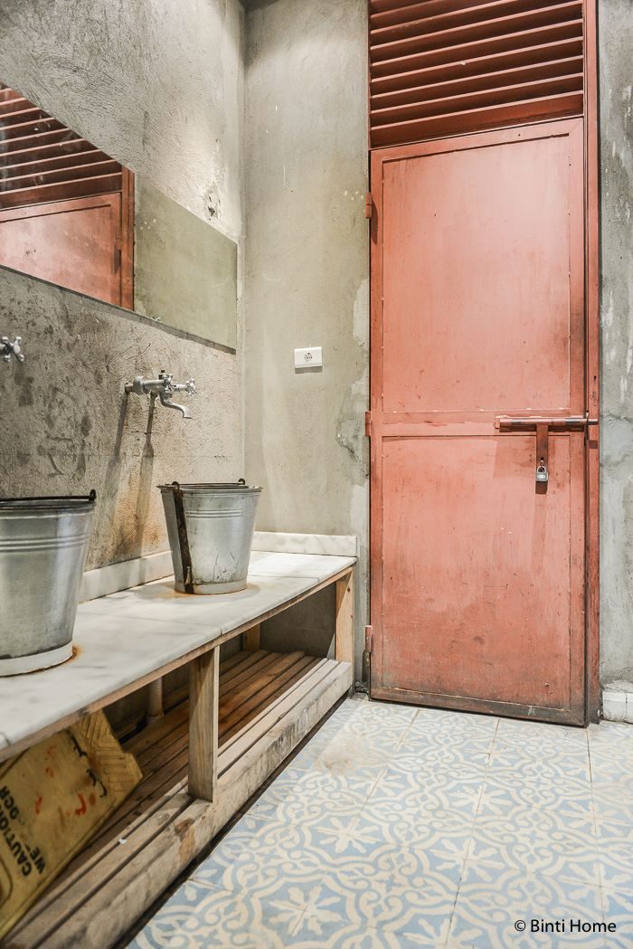The restroom at Zoöba restaurant