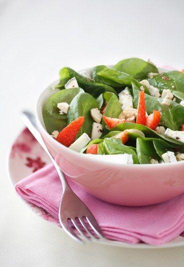 Insalata di spinaci e fragole al caprino