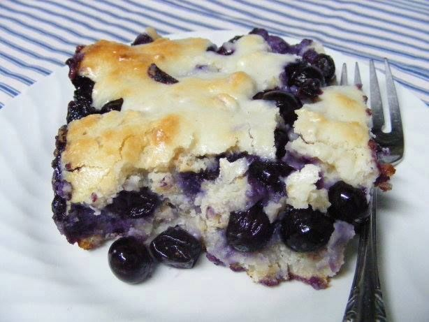 Blueberry Dumpling Cobbler Ingredients: 4 cups blueberries 1 1/3 cups sugar 1/4 cup butter 3 (8 ounce) cream cheese, softened 2/3 cup…