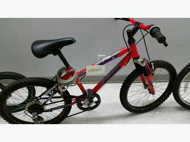 #IsThisYours 15-32163 Red Carrera Kids Bike