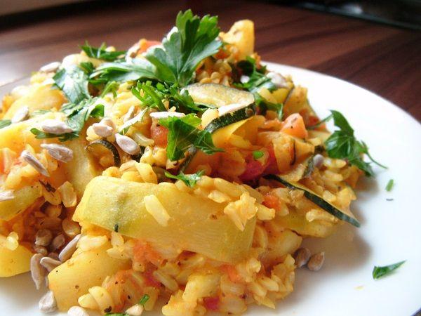 Cukinia z brązowym ryżem i pomidorami | Przepisy dietetyczne