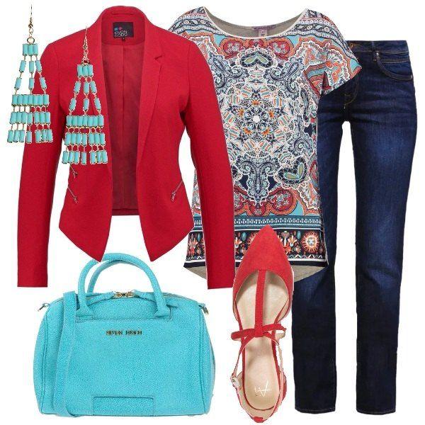 La t-shirt ha delle stampe colorate che ricordano l'India. Gli altri elementi dell'outfit riprendono i suoi colori principali:rosso per il blazer e le ballerine a punta con fibbie, turchese per gli orecchini e la borsa in ecopelle, ed il blu per i jeans.