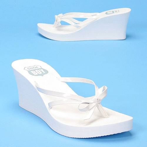 How cool are these - I love flip flops and it's great to see ones you can wear formally if you want. These are great for brides at the reception!