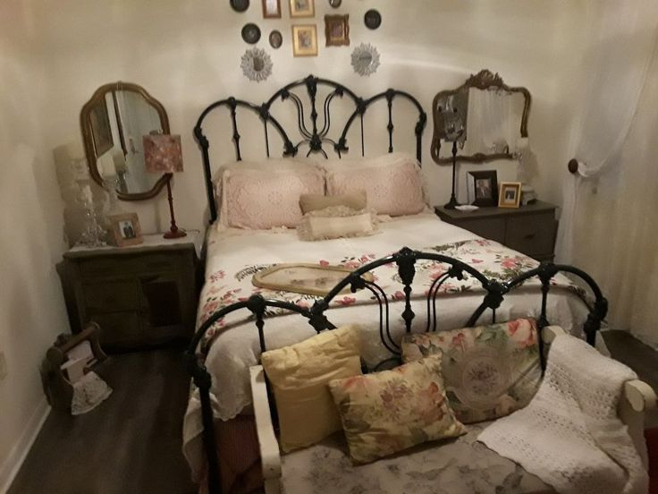 429 best attic images on Pinterest | Bedspreads, Linens and Shabby ...