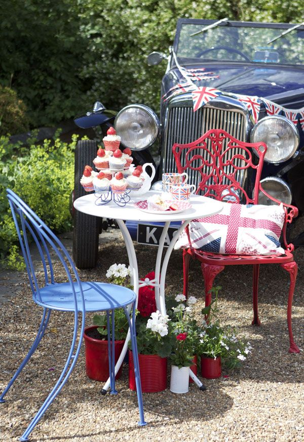 Patriotic makeover with PlastiKote spray paint! We used Outdoor Real Red and Rustic Blue for the chairs and Metal Protekt White Satin for the table. More ideas on Flickr!