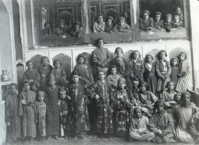 Jewish school, silk Ikat dress,Bukhara. Central Asia. circa 1900.«IKAT – AARTEITA SILKKITIEN VARRELTA»