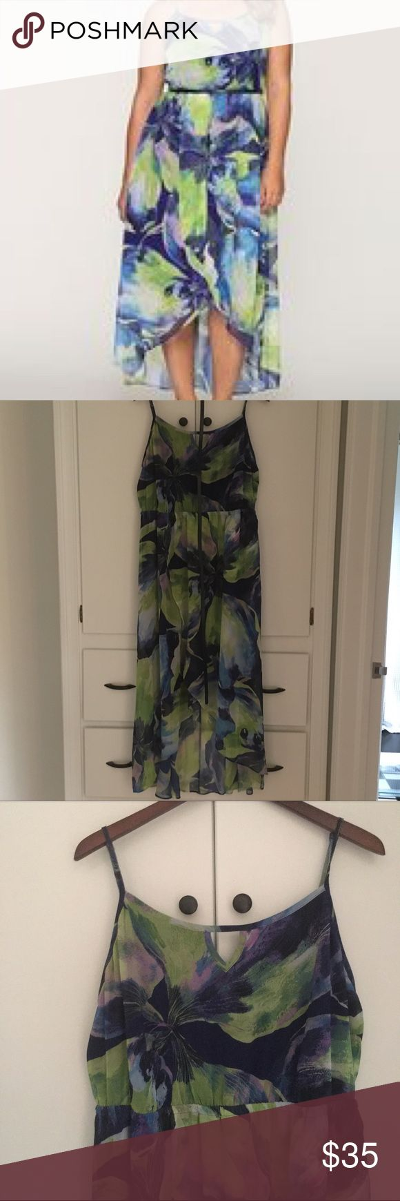 Size 18/20 Land Bryant Hi-Lo Floral Maxi Love love loved this dress! Wore it to a wedding once, and received DOZENS of compliments! Fits an 18 or 20... belted (comes with navy skinny belt). Looks amazing with black strappy heels💫 Asking $35 OBO Lane Bryant Dresses High Low