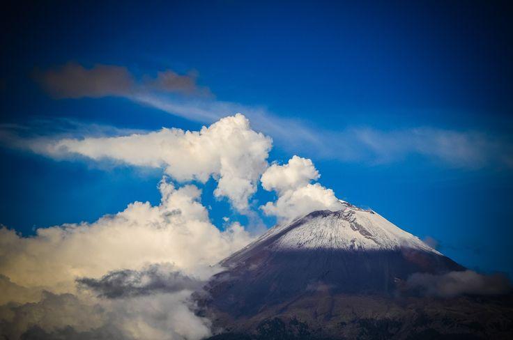 Morning with the Popocatepetl by Eduardo De la Vega on 500px