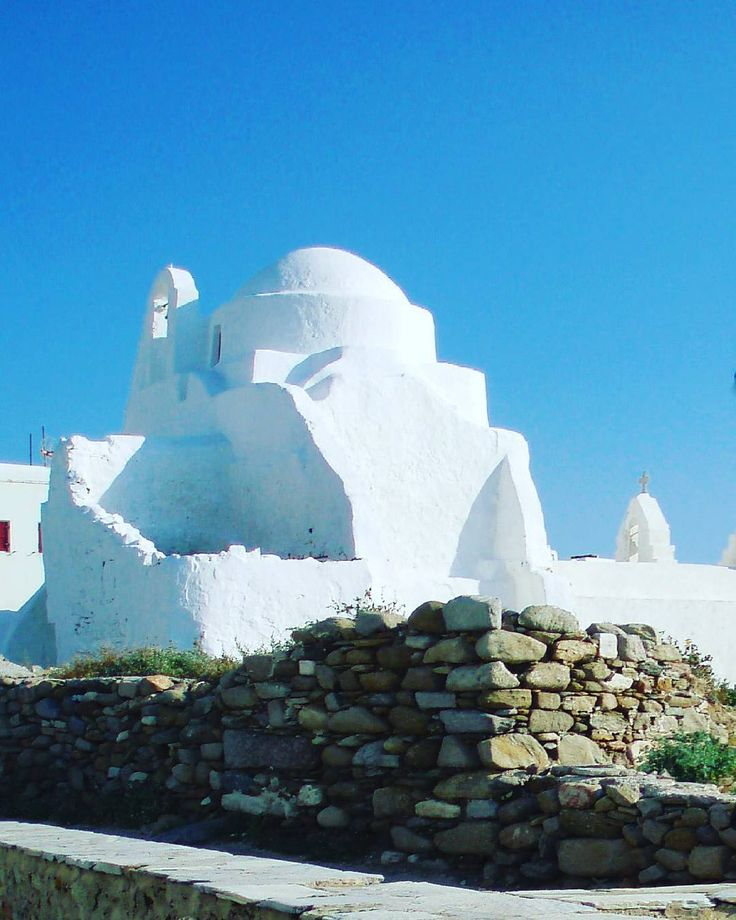 •Explore the beautiful whitewashed churches of Myconos• #greece🇬🇷 #mykonos #mykonosisland #cyclades #cyclades_islands #greekislands #islas #total_churches #church #whitecolor #whitechurch #architecture #greekarchitecture #light #blueandwhite #bluesky #cieloazul #greeksun #sunnyday #picturesque #wanderlust #happyweekend #amazingplace #photooftheday #roundphot0 #elysian_blog