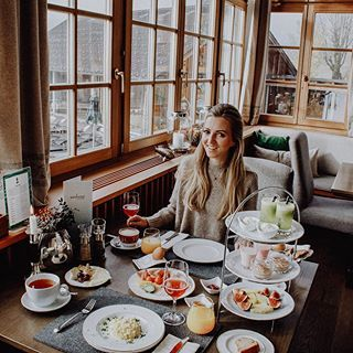 BREAKFAST GOALS 🍳🥐🍯 @seehotelgrundlsee happy public holiday everyone 🙌🏻 #breakfastheaven #visitaustria #austria #seehotelgrundlsee #metoday #publicholiday #werbung *ad