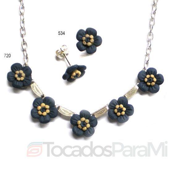 Collar y pendientes de plata de ley con flores juveniles de porcelana negra mate. Completamente artesanal y realizado en España (Manises)