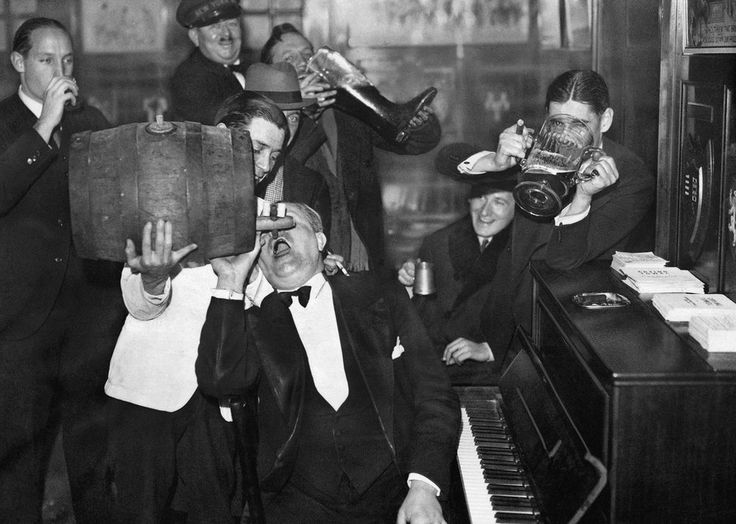 These Americans may have been visiting Paris when Prohibition ended in the US in 1933, but they celebrated anyway!