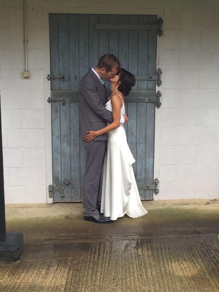 June Bride & Groom #GranaryBarn #GranaryEstates #GranaryBarn #Weddingvenue #BarnWedding #BarnDoors #SuffolkWedding