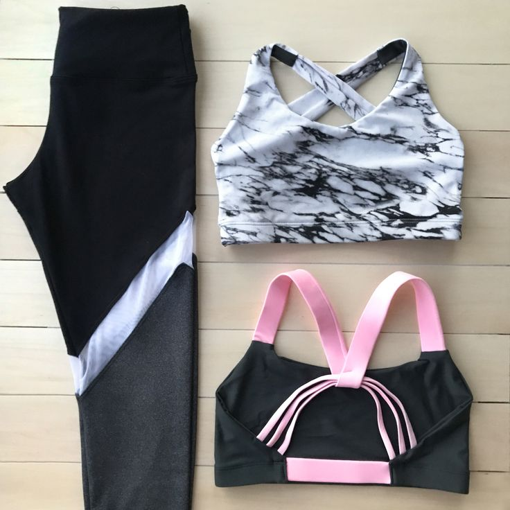 Cute workout outfit! Loving that marble sports bra and pair of mesh leggings! Perfect for crossfit.