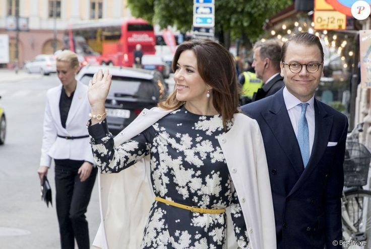 La princesse Mary de Danemark arrive à l'ambassade du Danemark avec le prince Daniel de Suède, à Stockholm, le 30 mai 2017.