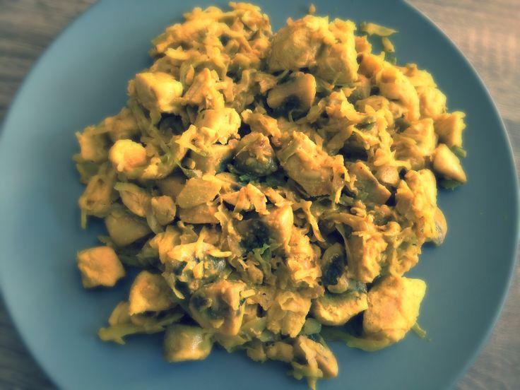 Ingrediënten 300 gr spitskool 500 gr kipfilet 150 ml kookroom 250 gr champignons Kerriepoeder naar smaak Peper en zout naar ...