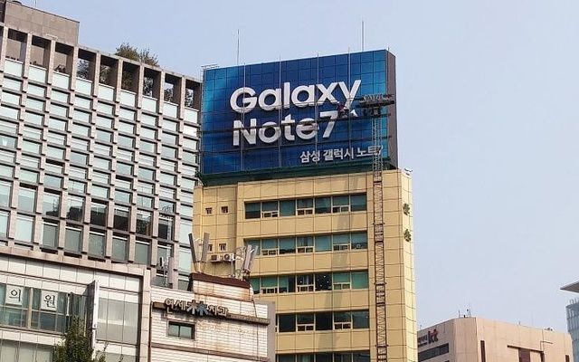 US bans Samsung Galaxy Note 7 smartphones from air travel http://pacificnews24.com/2016/10/15/us-bans-samsung-galaxy-note-7-smartphones-from-air-travel/