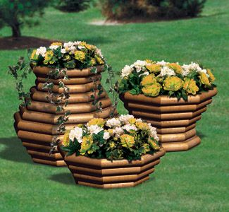 Landscape Timber Planter Trio #3 Wood Pattern Create these great additions for your deck, patio or garden from inexpensive landscape timbers. #diy #woodcraftpatterns