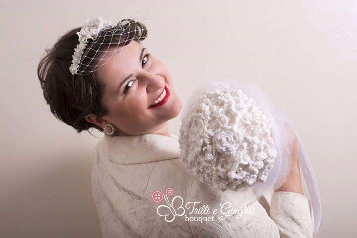 Sposa vintage anni 50 con bouquet all'uncinetto. The perfect bouquet for a vintage wedding. #wedding #vintage #bouquet