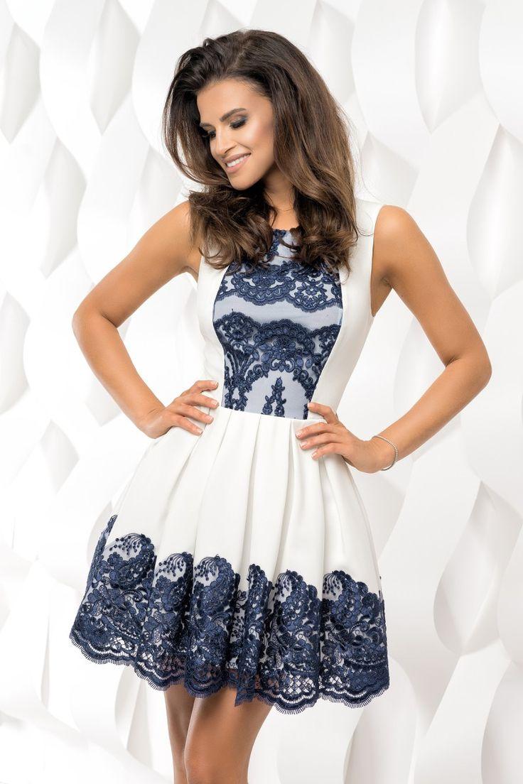 Wizytowa sukienka z koronką.  Elegant dress with lace.