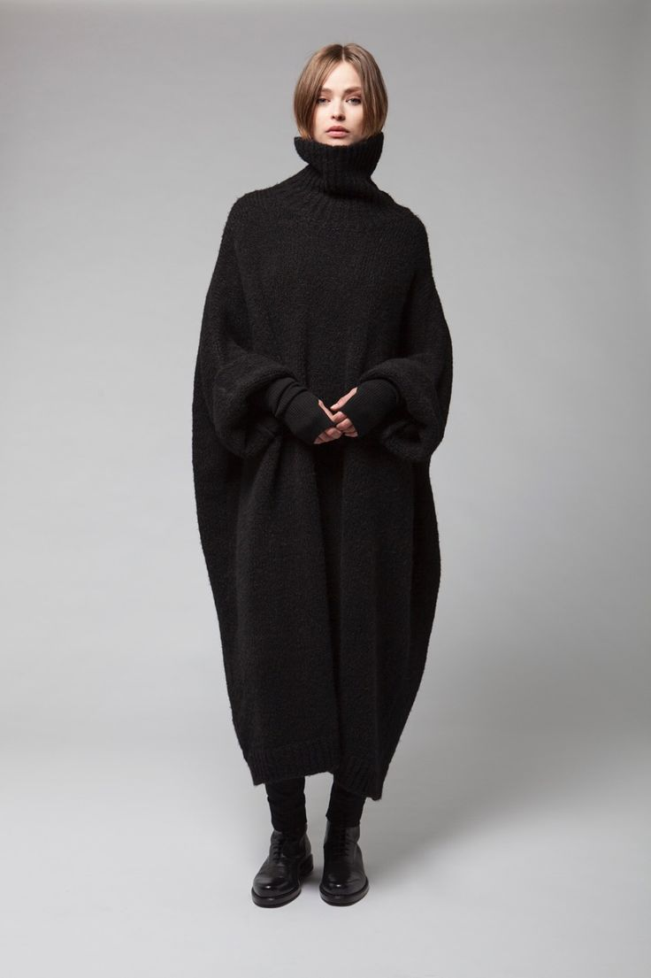 Thamanyah, Women's Autumn Winter 2015-16 Lookbook http://blog.cruvoir.com/thamanyah-womens-autumn-winter-2015-16-lookbook/