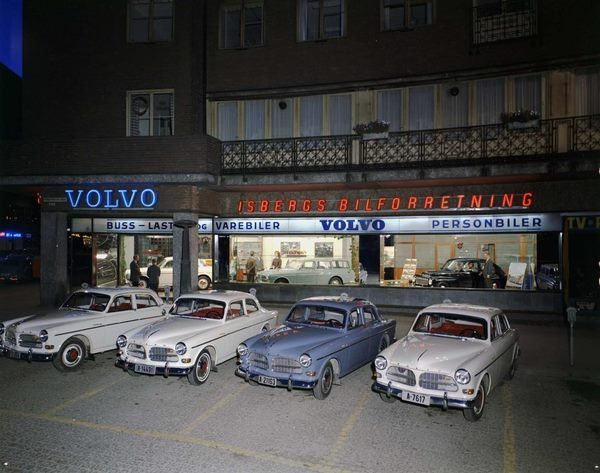 nostalgic photo of a Volvo dealership in Oslo (1963)