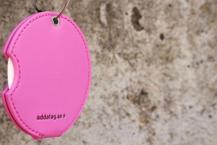 We love this dark pink luggage tag!