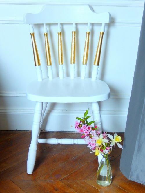 Une chaise en bois renovée