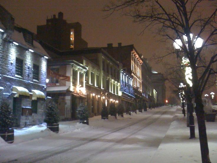 Place de l'hotel de Ville Montréal