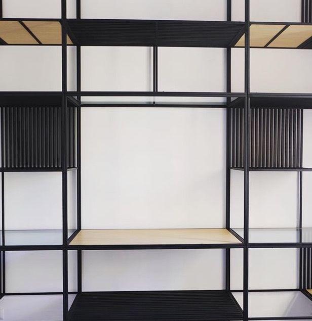 Oltre 1000 idee su ripiani in legno su pinterest for Libreria in ferro