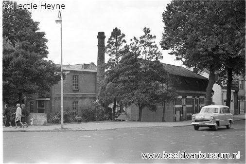 Foto 1964, de blekerij/ wasserij van Pauw, gezien vanaf de oud Bussummerweg