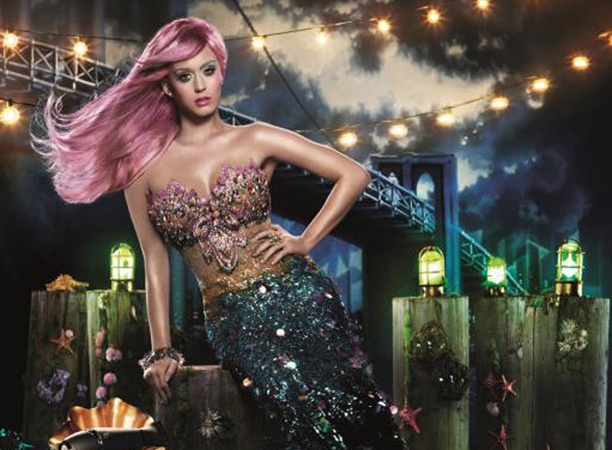 Katy Perry goes Pink for GHD