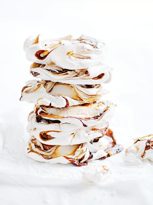 salted caramel swirl meringues -- salted caramel swirl meringues 150ml eggwhites (approximately 4 eggs) 1 cup (220g) caster (superfine) sugar 1 teaspoon white vinegar 2 tablespoons dulce de leche or thick caramel sauce sea salt flakes, for sprinkling