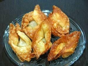 In de Indonesische keuken zijn de indische hapjes een absolute must. Op verjaardagen en andere feestelijke gelegenheden worden altijd schalen vol indische...