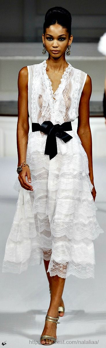 i would probably make sure my nips weren't showing, but i sure do love this dress. Oscar de la Renta