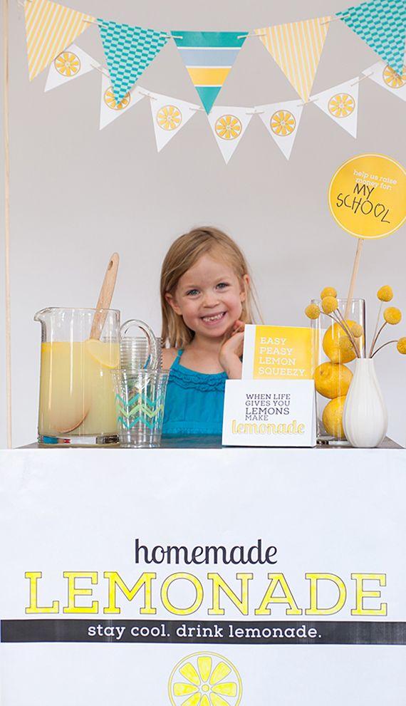 Set de imprimibles para stand de limonada, pero que puedes usar los banners para otras cosas // kids diy lemonade stand free printable