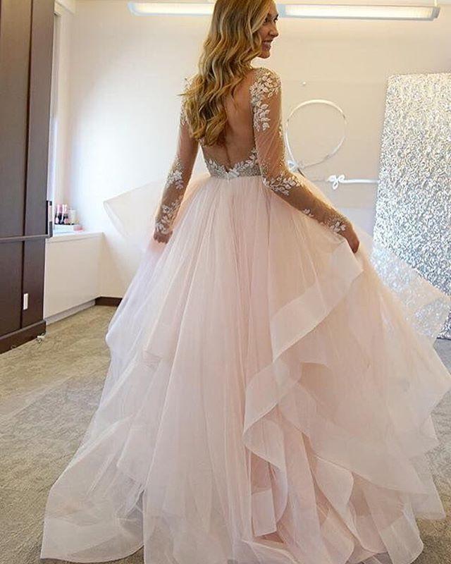 Pin for Later: 23 Idées de Robes Pour la Mariée Qui Aime Montrer Son Dos Blush