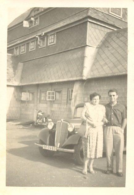 https://flic.kr/p/BbRBaG | Old Cars | OF-74-63